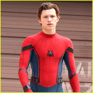 tom-holland-looks-buff-while-filming-spiderman-in-nyc